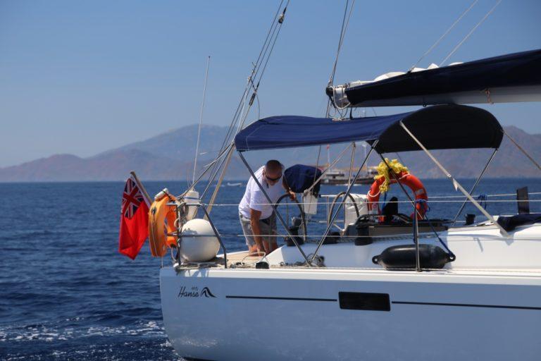 Perfect-Sailing-Serenity-Hanse-415-motoring