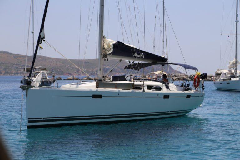 Perfect-Sailing-Serenity-Hanse-415-anchored-Knidos