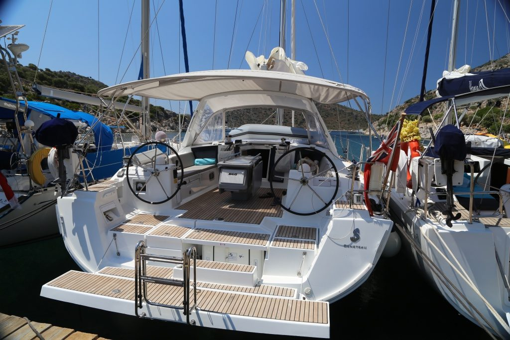 Beneteau-Oceanis-45-transom