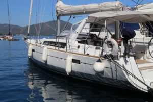 Beneteau-Oceanis-45-port-side
