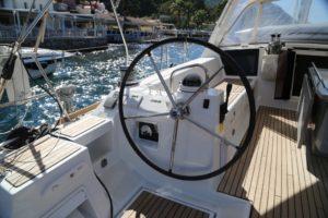 Beneteau-Oceanis-45-port-helm