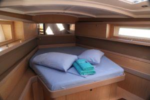 Beneteau-Oceanis-45-forward-cabin