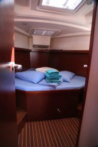 Perfect-Sailing-Serenity-Hanse-415-forward-cabin