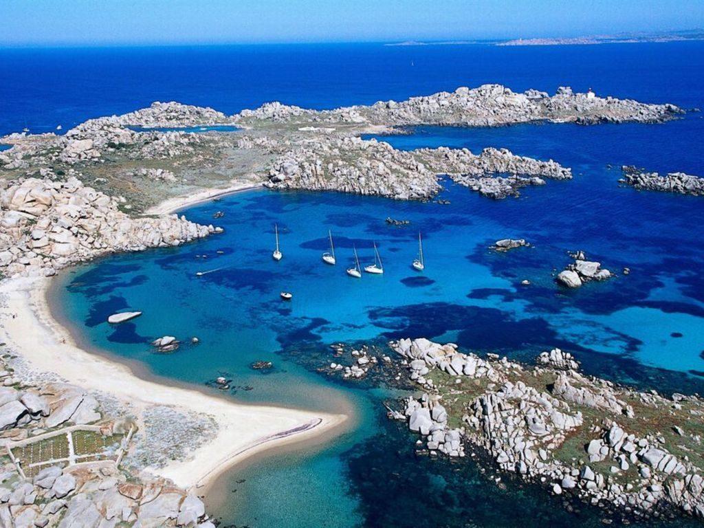 sailing-holidays-corsica-lavezzi-islands